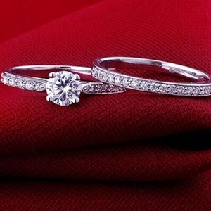 Jewelry - Silver engagement ring set